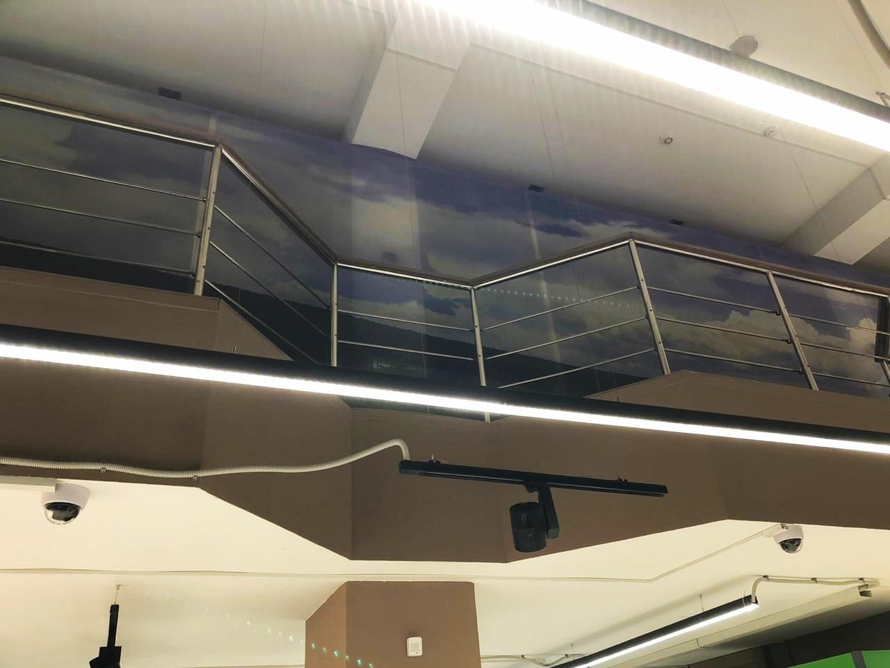 Баннерная сетка внутри помещения