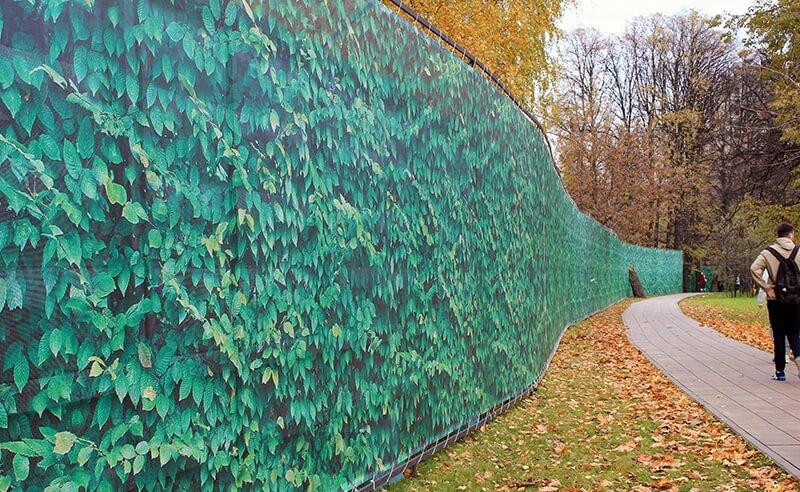 Забор из баннерной сетки